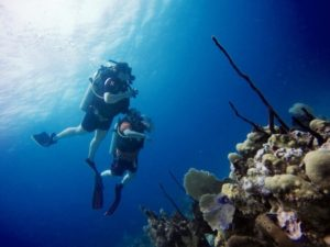 2 divers in Punta Cana Diving